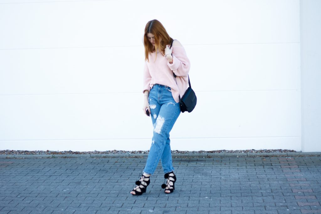 Jessika Fashion Outfit Post Asos Mom Jeans Ootd Pastel zara oversize jumper strappy heels pom poms