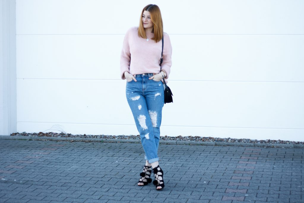 Jessika Fashion Outfit Post Asos Mom Jeans Ootd Pastel zara oversize jumper strappy heels pom poms-2