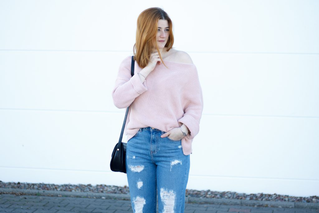 Jessika Fashion Outfit Post Asos Mom Jeans Ootd Pastel zara oversize jumper strappy heels pom poms-4