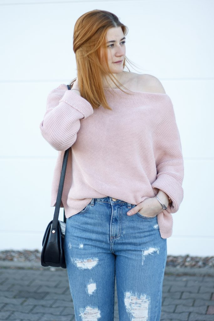 Jessika Fashion Outfit Post Asos Mom Jeans Ootd Pastel zara oversize jumper strappy heels pom poms-6