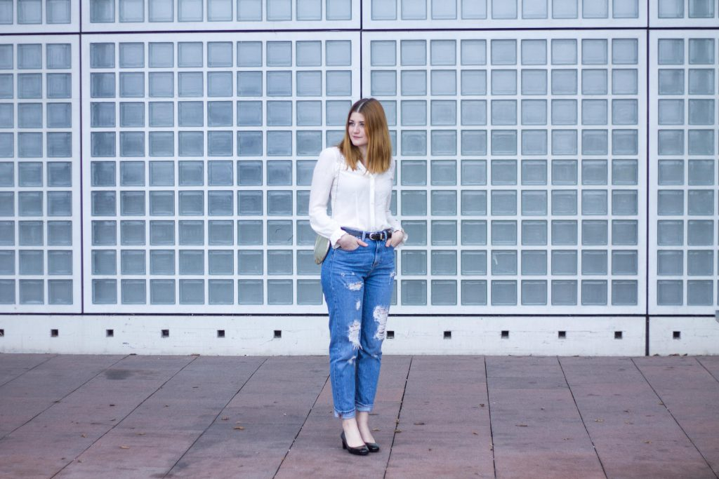 Jessika Fashion Outfit Post Style Blogger Germany Metallic Spring Look Zara Jeans Boyfriend Asos H&M Mermaid Seashell Bag Mom Jeans Granny Shoes Pumps Guess Lace-3