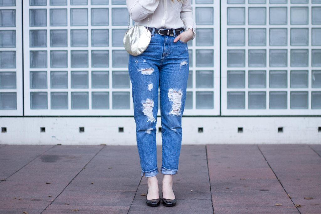 Jessika Fashion Outfit Post Style Blogger Germany Metallic Spring Look Zara Jeans Boyfriend Asos H&M Mermaid Seashell Bag Mom Jeans Granny Shoes Pumps Guess Lace-5