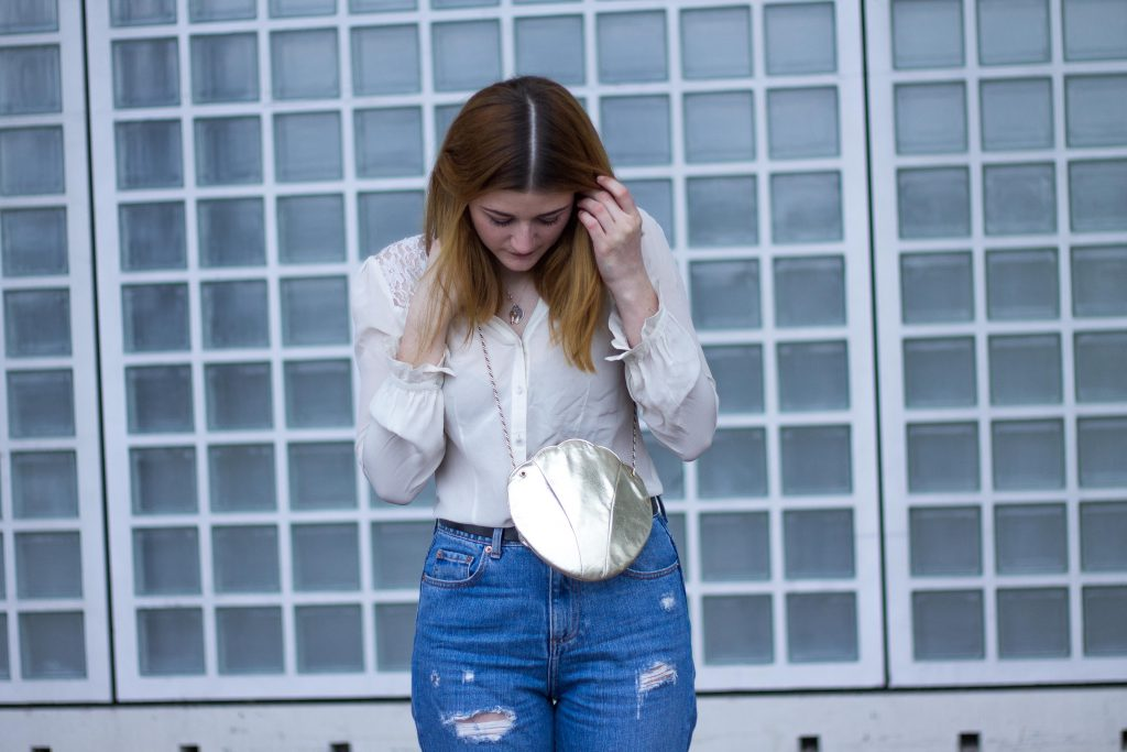 Jessika Fashion Outfit Post Style Blogger Germany Metallic Spring Look Zara Jeans Boyfriend Asos H&M Mermaid Seashell Bag Mom Jeans Granny Shoes Pumps Guess Lace-8