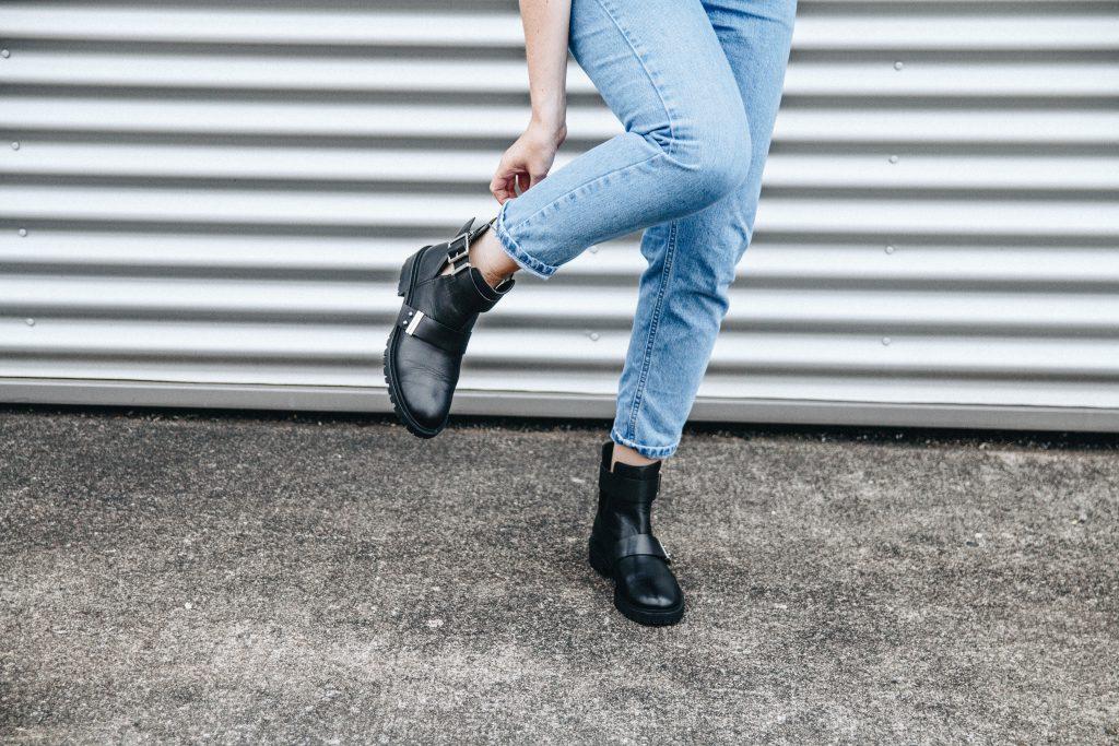 Fashion-Blogger-Fashionblogger-Fashionblog-Modeblog-Outfit-Inspo-Streetsyle-Zara-Mango-Boots-Mom-Jeans-Denim-2