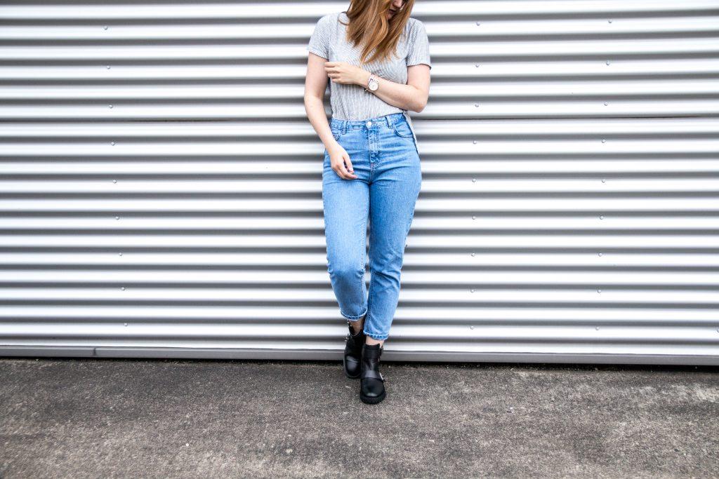 Fashion-Blogger-Fashionblogger-Fashionblog-Modeblog-Outfit-Inspo-Streetsyle-Zara-Mango-Boots-Mom-Jeans-Denim-4