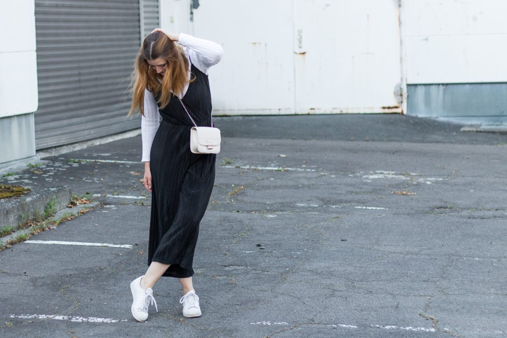 Fashion-Blogger-Fashionblogger-Fashionblog-Modeblog-Outfit-Inspo-Streetsyle-Zara-Mango-Boots-Mom-Jeans-Denim-1