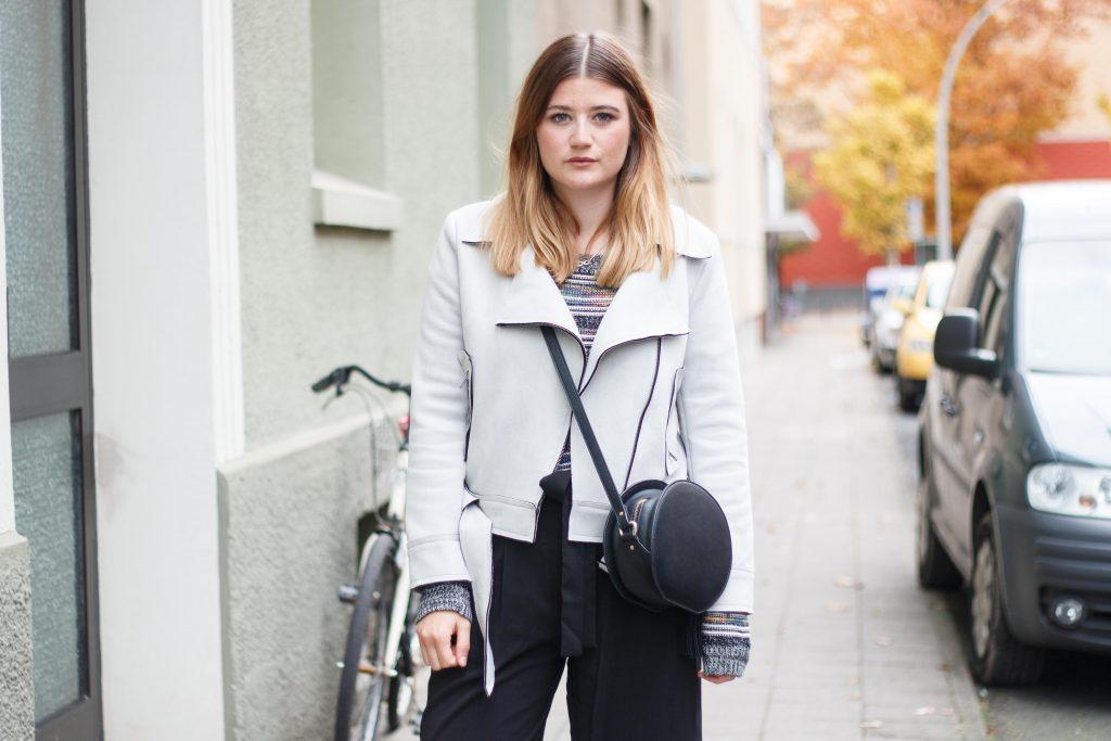 geburtstagsoutfit-birthday-look-brunch-classic-schwarze-pumps-fashion-blogger-fashionblogger-fashionblog-modeblog-outfit-inspo-streetsyle-zara-mango-boots-mom-jeans-denim-11