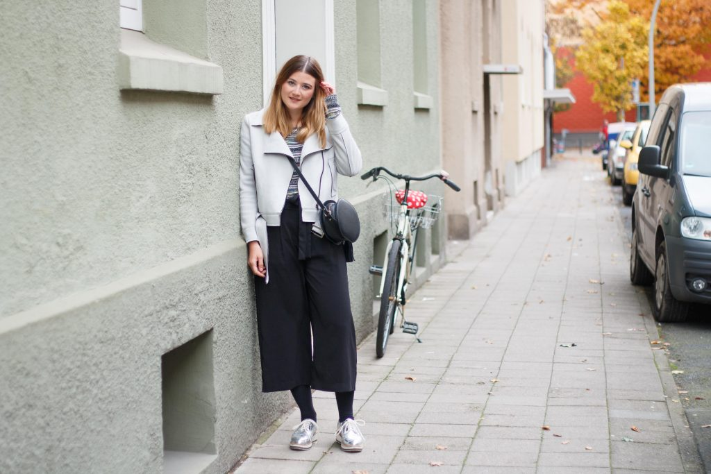 geburtstagsoutfit-birthday-look-brunch-classic-schwarze-pumps-fashion-blogger-fashionblogger-fashionblog-modeblog-outfit-inspo-streetsyle-zara-mango-boots-mom-jeans-denim-7